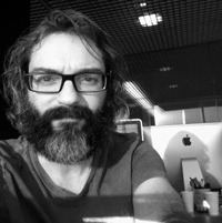 Carles Alcon, director creativo en Proximity Barcelona y profesor de la Barcelona School of Creativity.